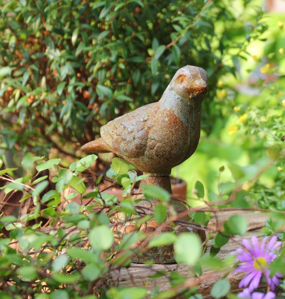 Vogel aus Gusseisen, frostfest