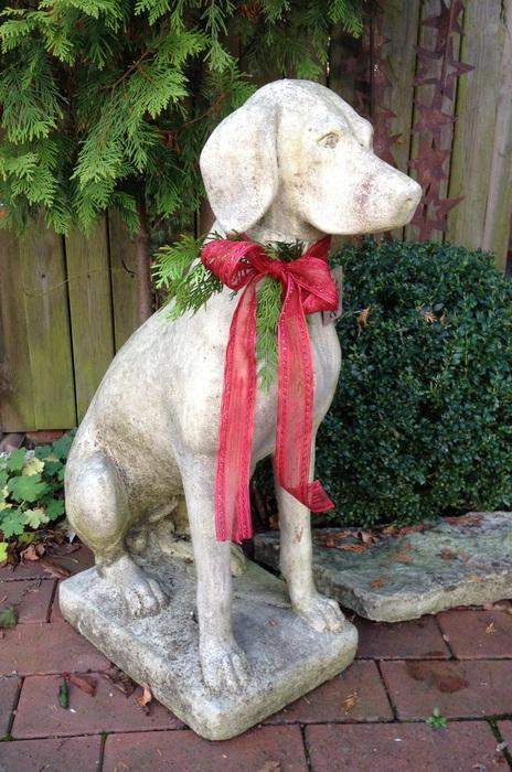 Hund aus Steinguss, frostfest